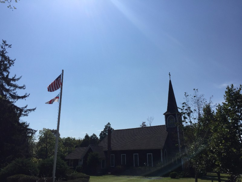 church-and-flags